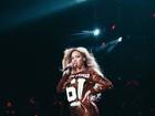 Beyoncé mostra curvas em vestido curto e faz homenagem a Jay-Z