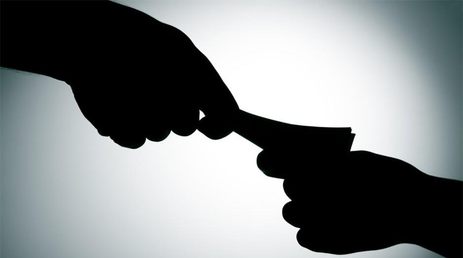 Corrupção: o dono da empresa pode ter problemas com a justiça se permitir a prática na empresa (Foto: Reprodução )