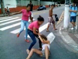 Internauta registra briga de meninas em Cubatão (Foto: Arquivo Pessoal)