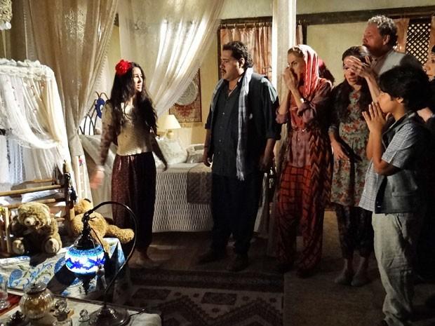 Todos entram em pânico ao perceberem que o filho de Tamar sumiu (Foto: Salve Jorge/ TV Globo)