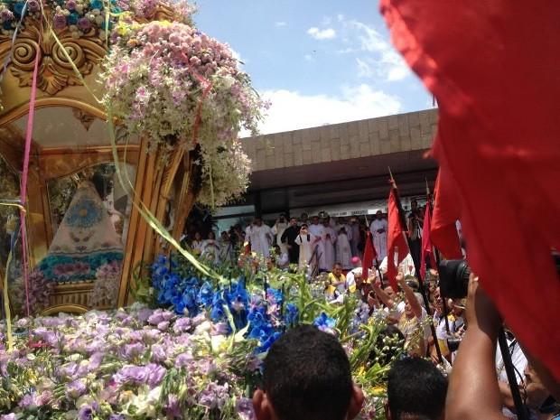 Círio 222 enecerrou com missa na Praça Santuário. (Foto: Natália Mello/G1)