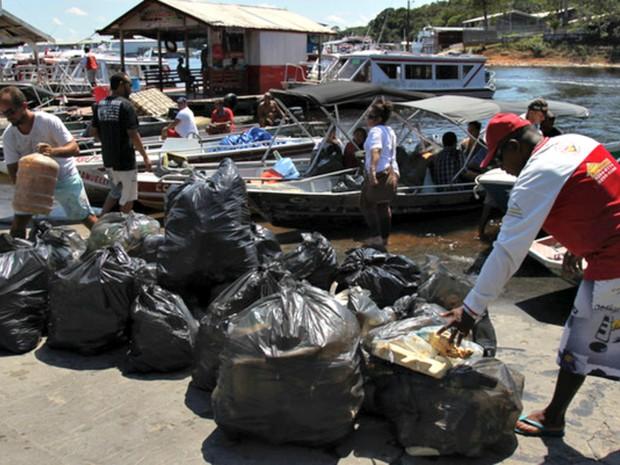Voluntários da Renada Ambiental arrecadaram cerca de 250 sacolas de lixos  (Foto: Bruno Kelly/ Arquivo Pessoal )