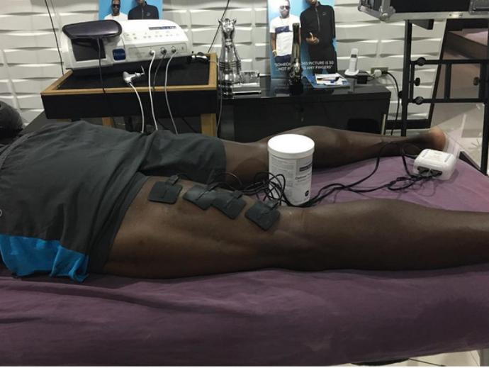 Usain Bolt posta foto dele se tratando logo após lesão na coxa esquerda (Foto: Reprodução/Instagram)