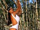 Gracyanne Barbosa aparece de maiô branco e cavado em foto