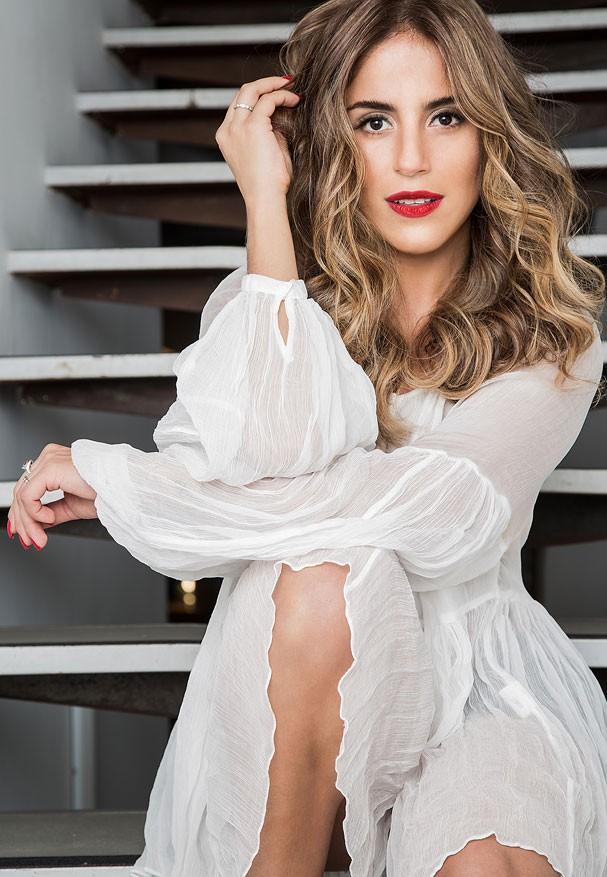 Camilla Camargo com novo visual loira (Foto: Patricia Canola)