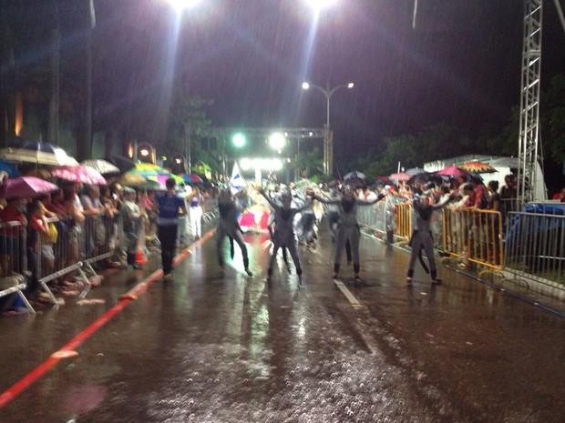 Príncipe do Samba trouxe enredo sobre rua de Joinville (Foto: Kléber Pizzamiglio/RBS TV)
