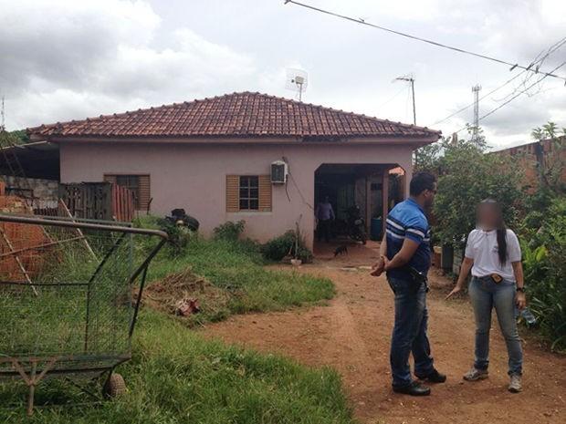 Mulher e namorado foram mortos a tiros no Parque Atalaia, em Cuiabá. (Foto: Igor Pires/PM)