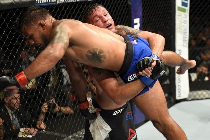 Darren Elkins x Dennis Bermudez UFC Long Island (Foto: Getty Images)
