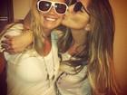 Ex-BBB Fani ganha beijinho em encontro com Anamara
