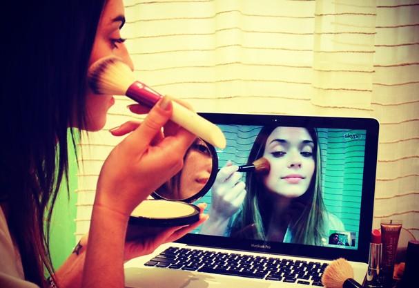 Aula de maquiagem (Foto: Reprodução)