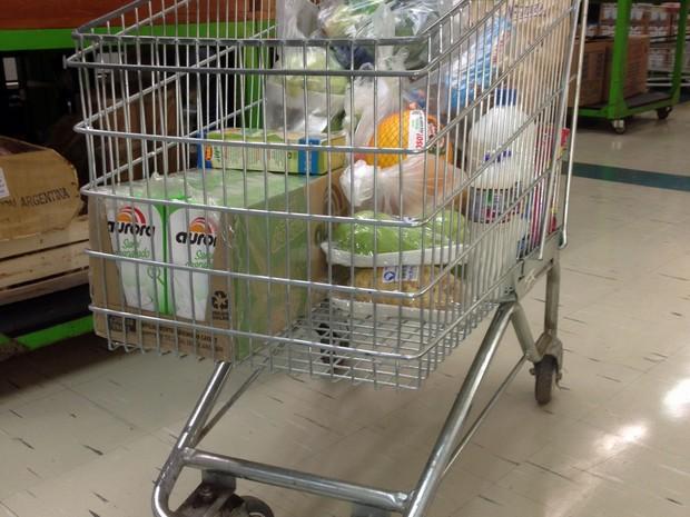 carrinho do supermercado (Foto: Denis Marum/G1)