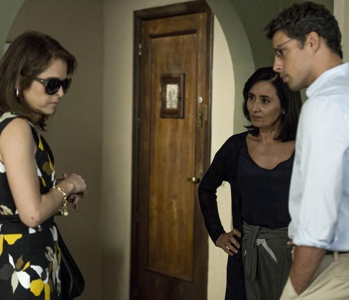 Vânia conversa com jornalista (Foto: Ellen Soares/Gshow)