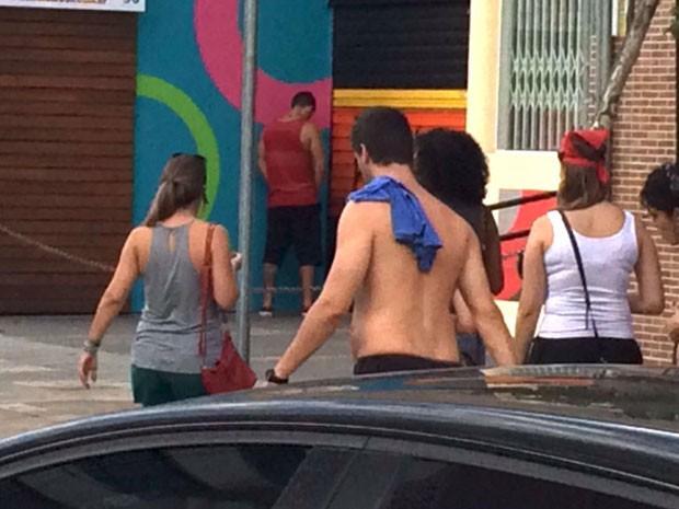A fachada desta loja em Pinheiros também foi batizada por um folião (Foto: Glauco Araújo/G1)
