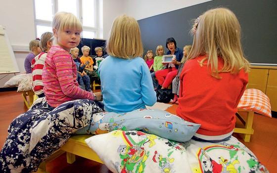 Aula numa escola na Finlândia.Por lá,o professor é o principal investimento do pais em edducação (Foto: OLIVIER MORIN/AFP)