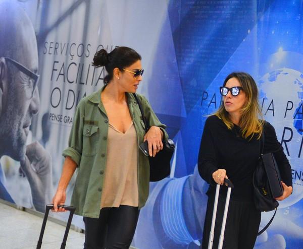 Juliana Paes aparece estilosa ao desembarcar em aeroporto do Rio