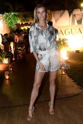 Renata Kuerten em festa em Fortaleza, no Ceará (Foto: Francisco Cepeda e Denilson Santos/ Ag. News)