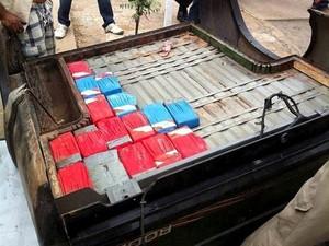 Droga estava escondida em uma caminhonete (Foto: Divulgação/Polícia Militar)