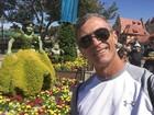 Paulo Barros curte férias na Disney