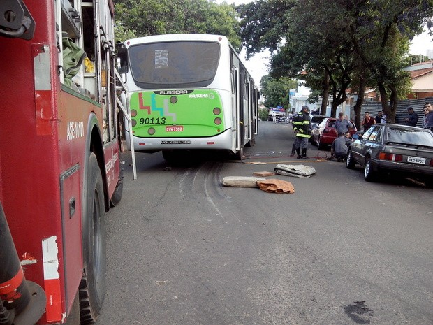 Ciclista morre atropelado na Rua Regente Feijó, em Piracicaba (Foto: Leon Botão/G1)