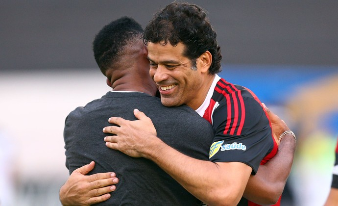 Samuel Eto'o e Raí, Come-Fogo Botafogo-SP x Comercial-SP (Foto: THIAGO CALIL/PHOTOPRESS/ESTADÃO CONTEÚD)
