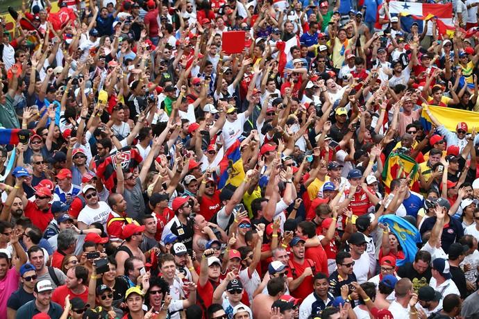 Festa da torcida em Interlagos durante GP do Brasil 2015 (Foto: Getty Images)