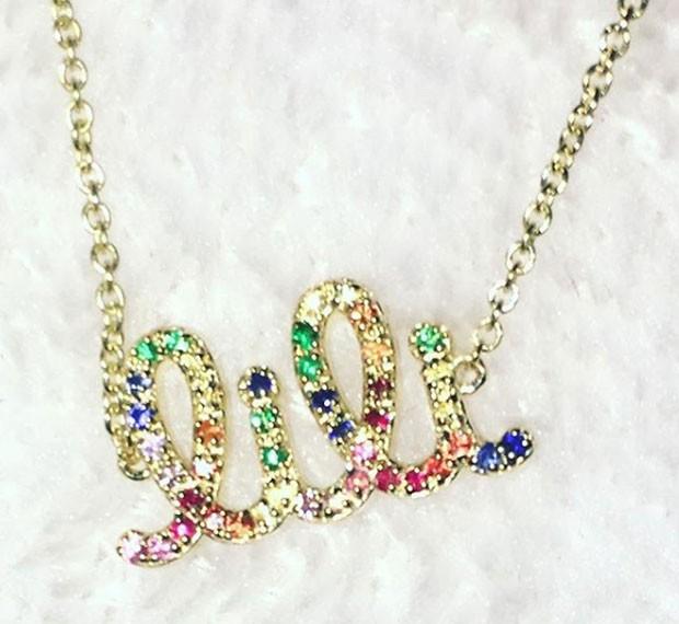 O colar que MIley Cyrus ganhou de Liam Hemsworth (Foto: Reprodução Instagram)