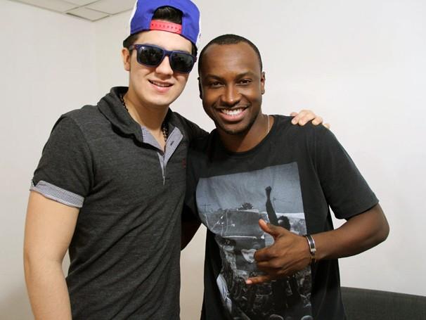 Luan Santana e Thiaguinho se encontraram durante ensaio do show Criança Esperança 2013 (Foto: Divulgação)