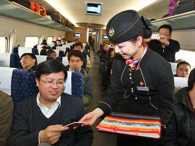 Trem-bala iniciou a linha mais longa do mundo, de 2,3 mil km. (Foto: AFP Photo)