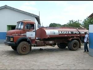 carro pipa (Foto: Reprodução/TV Anhanguera)