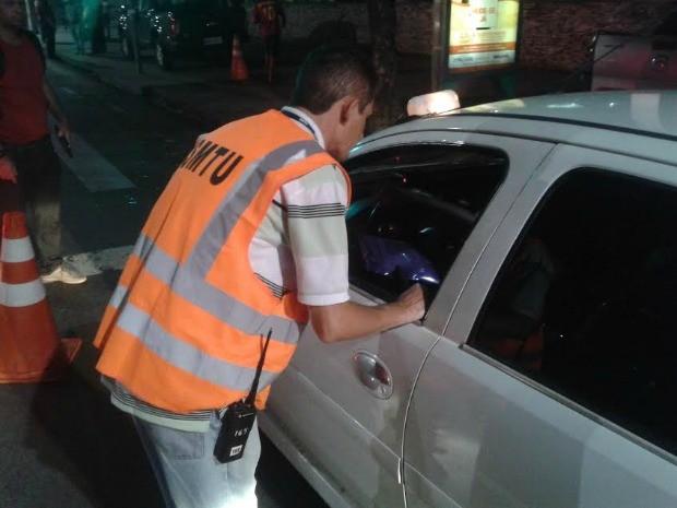 Blitz analisou a situação de veículos que prestam serviços de transporte à população (Foto: Divulgação/SMTU)