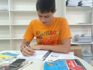 Marcello chegou a estudar 16 horas por dia para o vestibular (Foto: Carol Malandrino/G1)