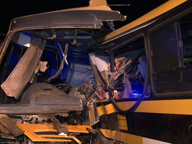 Colisão entre ônibus escolares deixa mortos e feridos na AL 110 (Foto: Reprodução/TV Gazeta)