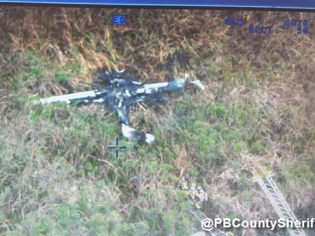 [Internacional] Pequeno avião cai na Flórida e duas pessoas morrem Aviao-florida