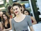 Com cabelos curtinhos, Shailene Woodley aposta em trança estilosa