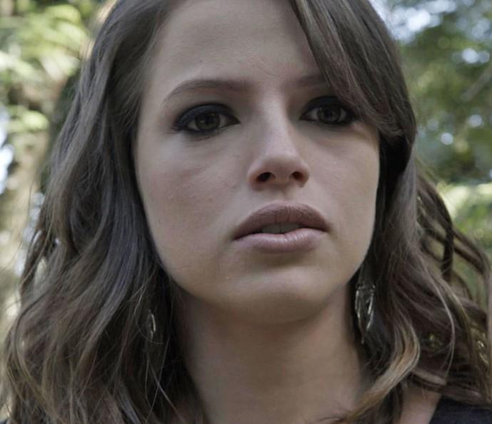Camila descobre chalé onde Bruna está com Giovanni e é ameaçada pela advogada (Foto: TV Globo)