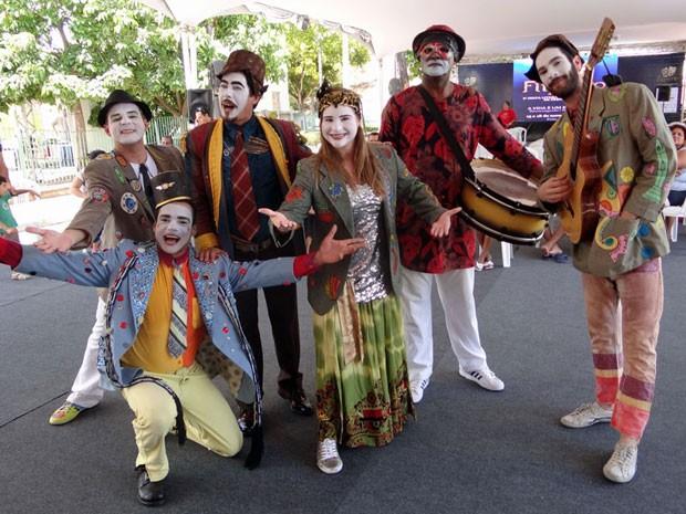 Literatrupe, grupo de atores e músicos que declama poesias na Fliporto 2012. (Foto: Katherine Coutinho / G1 PE)