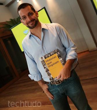 """Helisson Lemos, diretor geral do Mercado Livre para o Brasil com livro sobres os 15 anos do site """"Histórias que Inspiram"""" (Foto: Melissa Cruz / TechTudo)"""