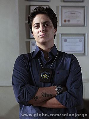 Thammy Miranda estreia na televisão como a policial Jo (Foto: Salve Jorge / TV Globo)