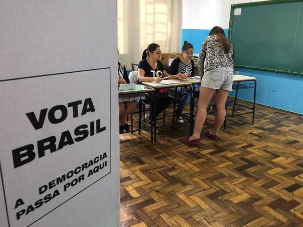 Novas eleições ocorreram em seis cidades do Rio Grande do Sul neste domingo (12) (Foto: Lahis Welter/RBS TV)