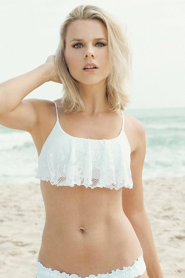 A atriz Dani Carvalho gosta de malhar ao ar livre: Adoro atividades na praia. Faço funcional na areia e pratico corridas na orla (Foto: Sergio Baia/Divulgação)