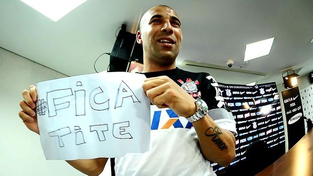 Emerson Fica Tite treino Corinthians (Foto: Marcos Ribolli / Globoesporte.com)