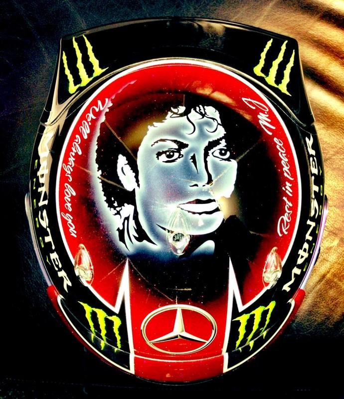 Lewis homenageia Michael Jackson, e Vettel, o rock, em capacetes nos EUA Lewis3