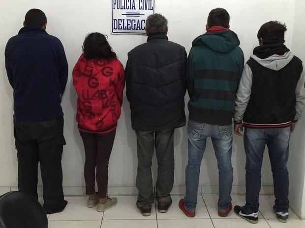 Cinco pessoas foram presas suspeitas de participar do estupro coletivo (Foto: Divulgação/Polícia Civil)