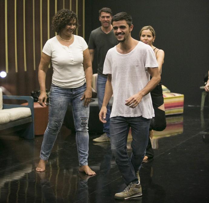 Solange Couto, Marcelinho, Felipe Simas e Leona Cavalli: muita concentração! (Foto: Raphael Dias / Gshow)
