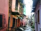 Residência de dois andares ameaça tombar no Alvorada em Manaus