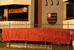 Protesto torcida do Flamengo Gávea (Foto: Globoesporte.com)