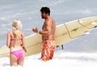 Calor recorde no Rio leva famosos à praia
