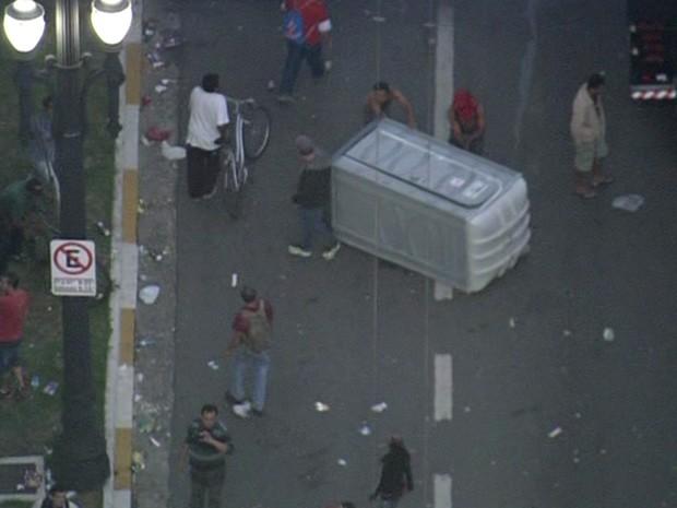 Confronto em frente à Câmara de São Paulo  (Foto: Reprodução TV Globo)