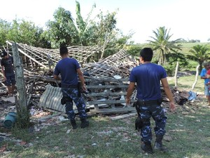 Guardas municipais no local da explosão após o acidente (Foto: Marcelo Moreira/Arquivo pessoal)