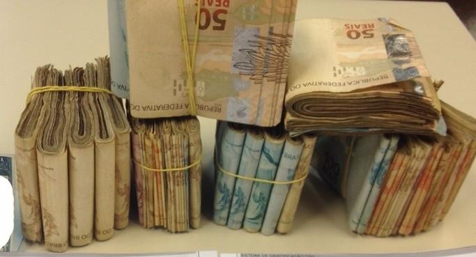 No total, foram encontrados R$ 25.900 (Foto: Divulgação/2ª Cia BPRV)